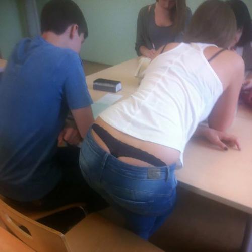 ロシアの大学は一番後ろの席がいい理由。下校まで○起不可避wwwwwww(エ□画像)