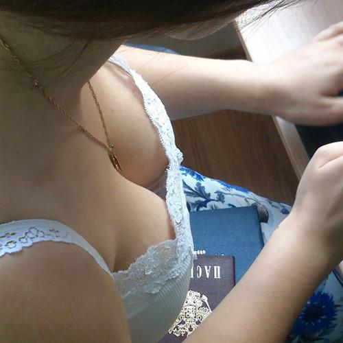 【画像30枚】乳首見えてるやん…大学キャンパス内で盗撮した女子大生(JD)の胸チラ・パ○チラまとめ