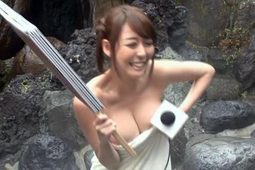 """女子アナさん、温泉レポで自慢の""""お○ぱい""""を散々見せつけるwwwwww(24枚)"""