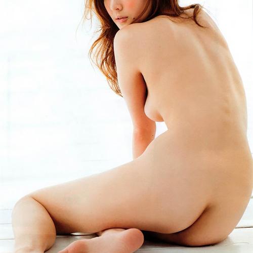 【セミヌード】ギリギリを撮影した女性芸能人のエ□画像集。(40枚)