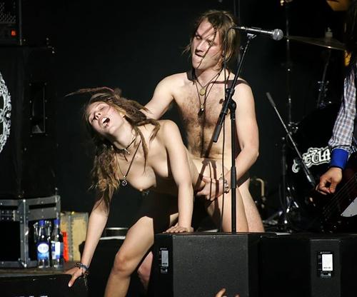 """""""全裸""""でライブしてる女性歌手一覧がこちら。いっぱいおるやんけwwwwww(エ□画像)"""