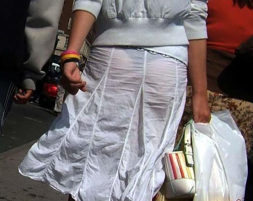 【透けパンエ□画像】プライベートでTバック穿いてる女の子って意外に多いんだな…透け透けのパ●ティーラインが卑猥すぎる街撮り画像(画像15枚)