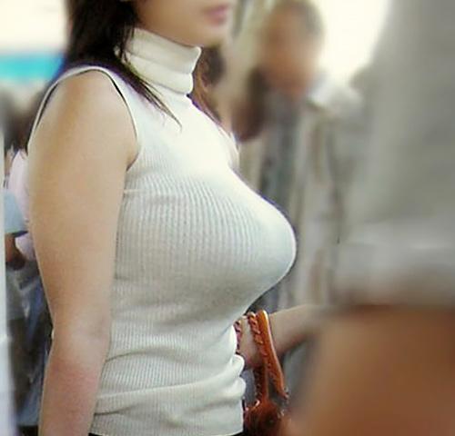 【着衣巨乳エ□画像】絶対ジロジロ見ちゃう素人女性たちの巨乳