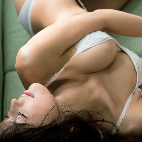 元モデルがヌードを披露!隠してたデカ乳を解放するwww【エ□画像】