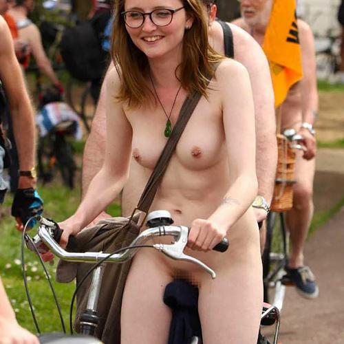 自転車ヌード画像!!全裸でのサイクリングが140枚