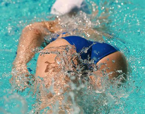 【競泳水着エ□画像】水泳部の身体のラインがエ●チ過ぎ…スケベな目線で見ない方が難しいwww