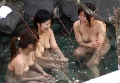 【露天風呂エ□画像】何度みても飽きない…ずっと眺めていたくなる露天風呂!女の子の全裸がまる見え隠し撮りエ□画像(画像15枚)