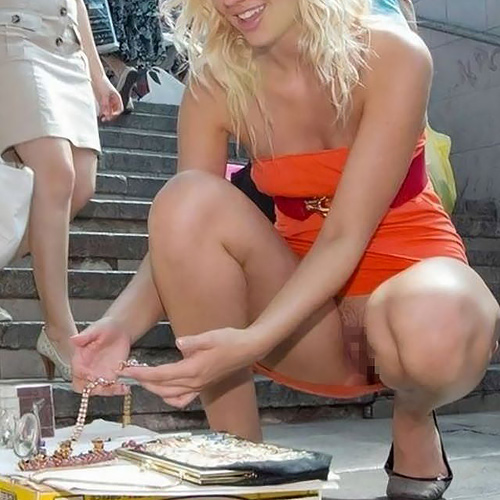 海外じゃびっくりするほど多いノーパン派女子wwwマ●コまる見え外国人のマンチラ画像(画像17枚)