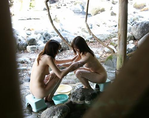 冬の露天風呂ってサイコーだなぁww女の子の全裸を覗けるかもしれない…ちょー興奮の露天風呂隠し撮り画像