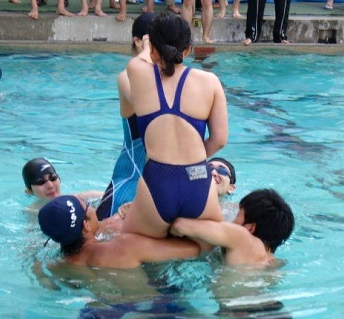 【画像】水泳部さん、身体がエ●チwww