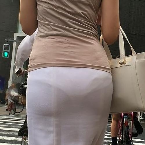 透けパ●チラ画像集 こんな微妙に透けパンしてるとスカート脱がせてどんなパンツはいてるのか確認したくなるよなwwww