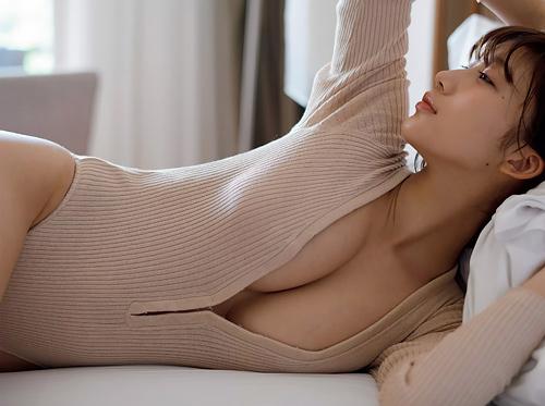 小倉優香(20) 笑顔の可愛さとエロい体の破壊力のギャップに興奮!グラビア画像 80枚