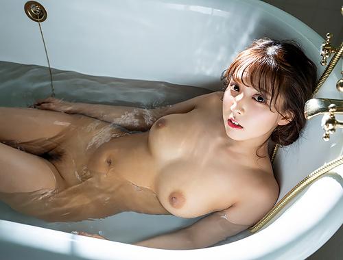三上悠亜 国民的アイドルのFカップ綺麗な美巨乳おっぱいに見惚れちゃう