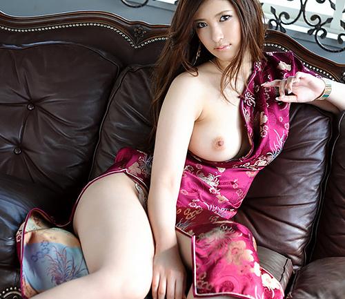 チャイナドレスがえちえちなセクシーおねえさんのおっぱいに釘付けになる