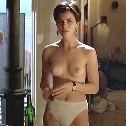 女優のケイト・ベッキンセイルのヌードシーンを集めたセクシーGIFwww