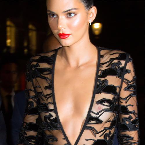 人気のスーパーモデル、ケンダル・ジェンナーの乳首が透けまくってるセクシーなシースルーのドレス画像www