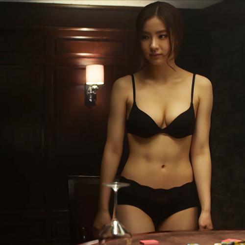 美人韓国女優、シン・セギョンの生のお尻や下着姿のオッパイの谷間がエロいセクシーGIFwww