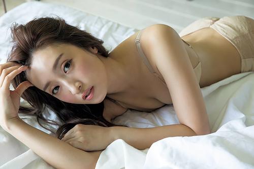元AKB48 梅田彩佳のお尻がエロいTバックセクシー画像www