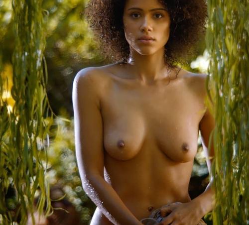 英国出身の可愛い女優さん、ナタリー・エマニュエルのオッパイヌードシーンのセクシーGIFwww