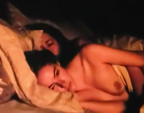 『アメイジング・スパイダーマン』のヒロイン役だった女優のエマ・ストーンが、乳首を見せてるオッパイヌードシーンのセクシーGIFwww
