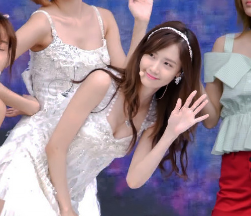 少女時代のユナが「DMCフェスティバル」でちょこっと胸ちらしてるセクシー画像、GIF、動画www
