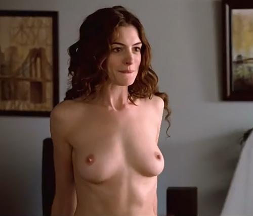 人気女優のアン・ハサウェイのヌードシーンを集めたセクシーGIFwww