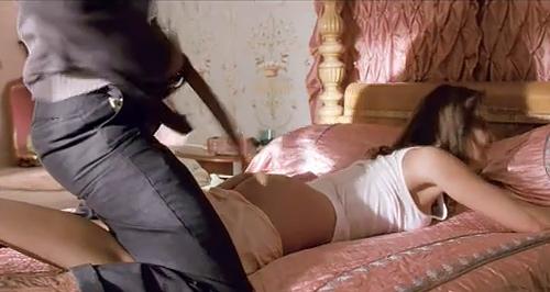 人気女優のジェシカ・アルバがベルトで、生お尻をぶたれてるセクシーGIFwww
