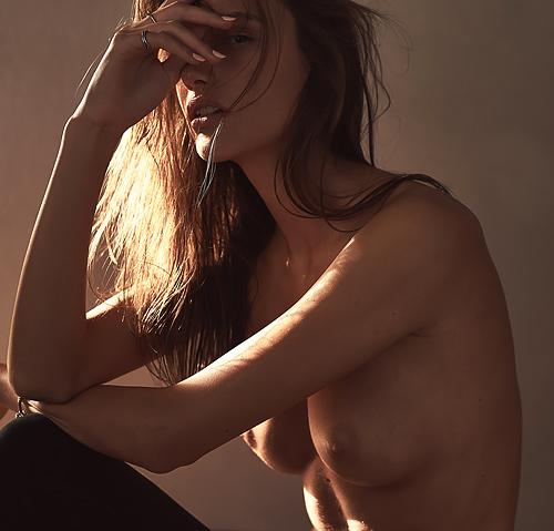 きれいなファッションモデル、Kinga Trojan のオッパイヌード1枚やセクシー画像www
