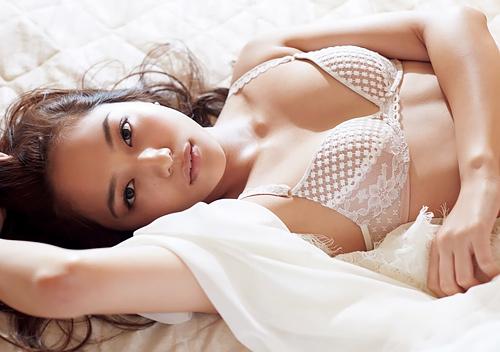 川口春奈のオッパイが眩しい水着や下着のセクシー画像www