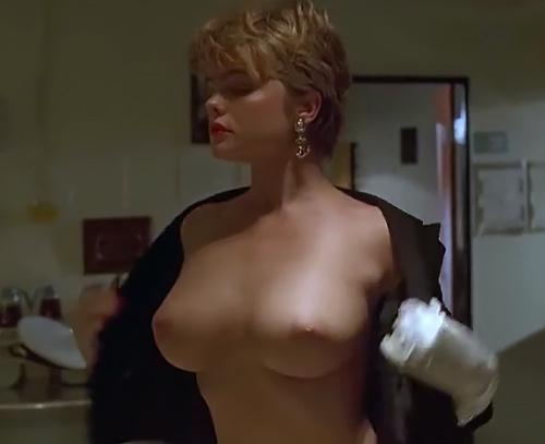 美乳の女優さんがオッパイを見せてる懐かしいヌードシーンのセクシーGIFwww
