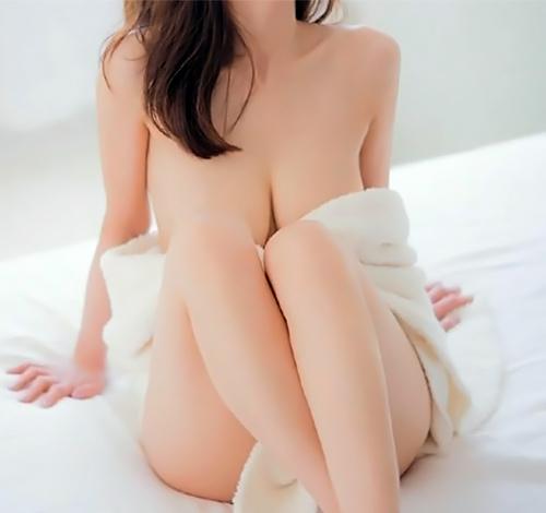 女子アナ、田中みな実のセクシーな美乳セミヌードがたまらんwww