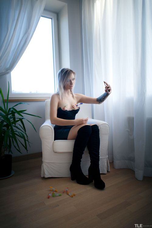 Kate Fresh - SEND ME A SELFIE 1 05