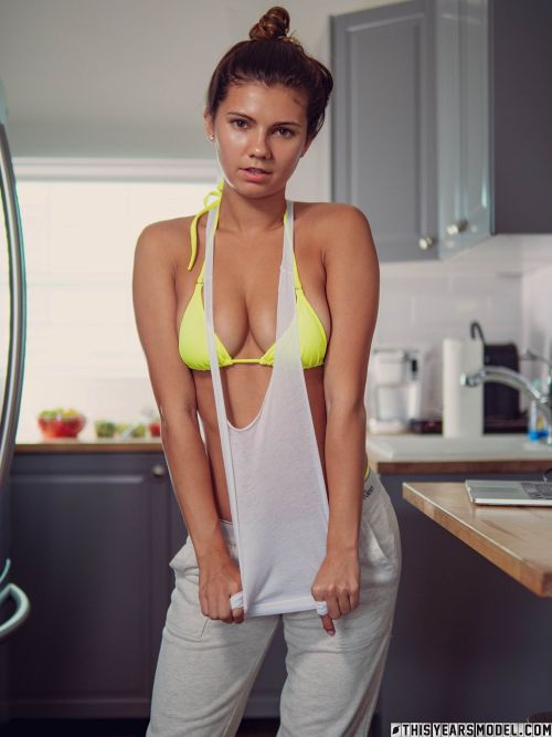 Dare Taylor - IG MODEL DARE TAYLOR FINDS TYM'S KITCHEN 02