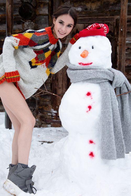 Leona Mia - SNOWMAN 01
