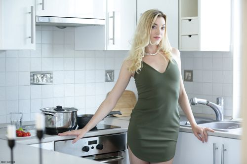 Anny Aurora, Niki - SURPRISE SEX FOR THREE 01