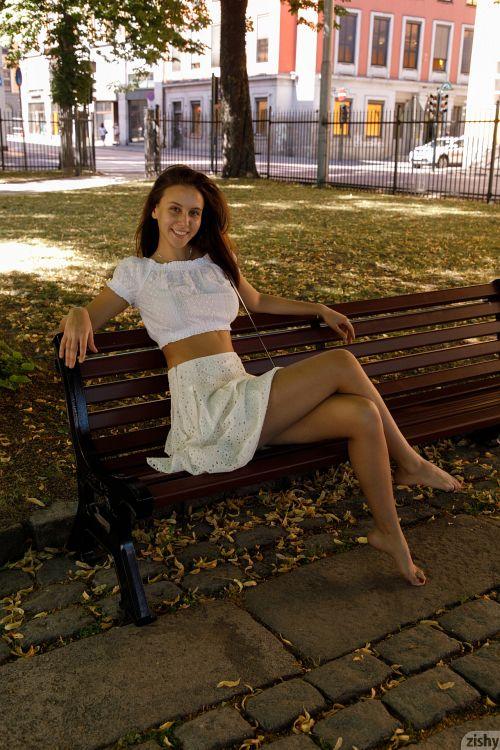 Jessica Albanka - MELTS OSLO 02