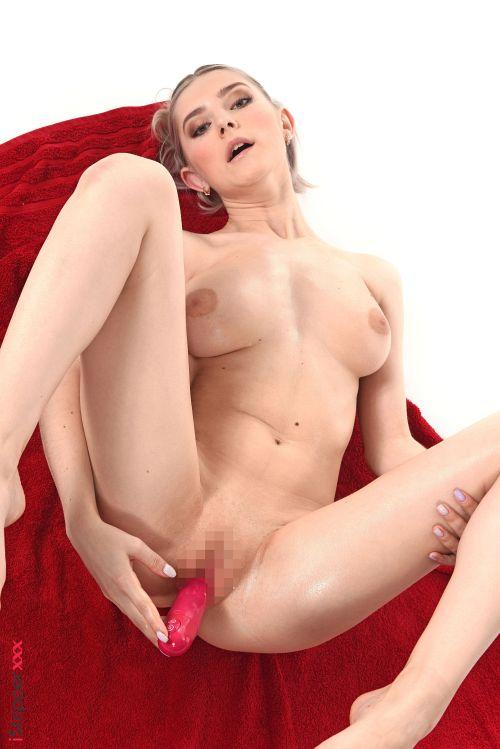 Eva Elfie - SKINNY DIP