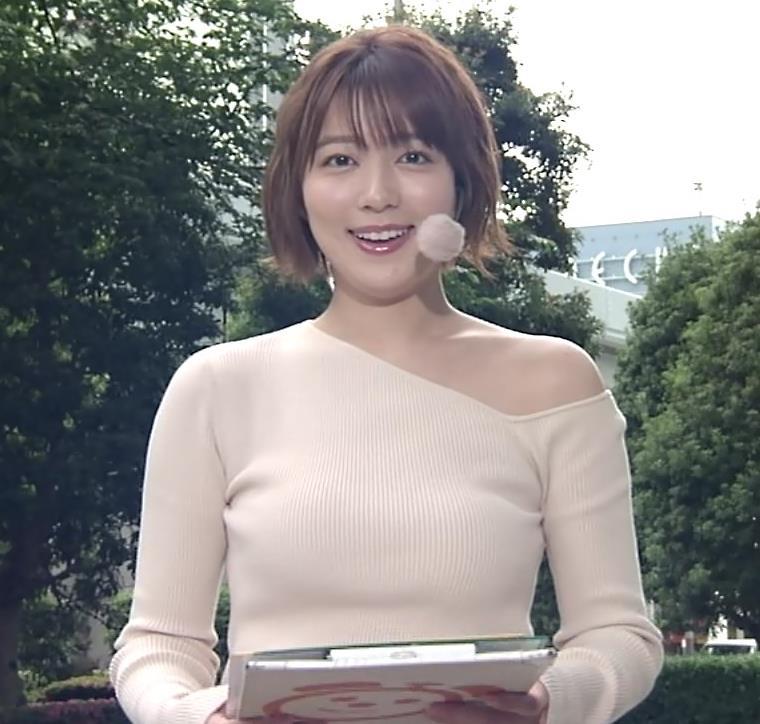 阿部華也子 おっぱいがエロ過ぎなのに肩まで露出しているキャプ・エロ画像