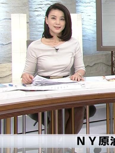 秋元玲奈アナ おっぱいが際立つキャプ・エロ画像
