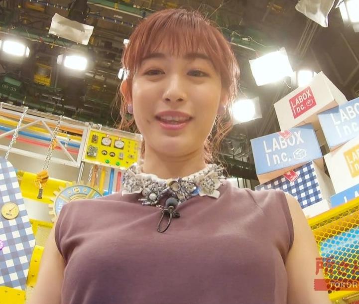 新井恵理那 エロい角度から胸を撮られるキャプ・エロ画像2