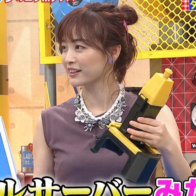 新井恵理那 エロい角度から胸を撮られるキャプ・エロ画像5