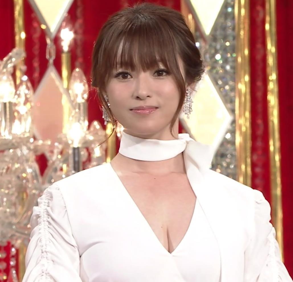 深田恭子 胸元大胆露出キャプ・エロ画像3