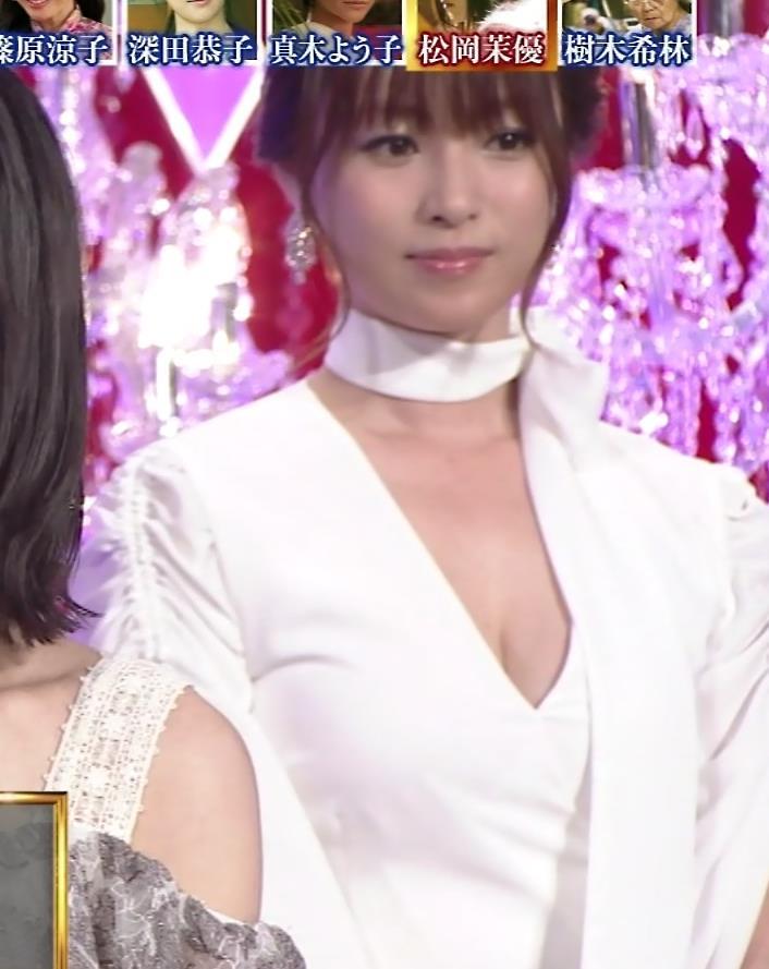 深田恭子 胸元大胆露出キャプ・エロ画像7