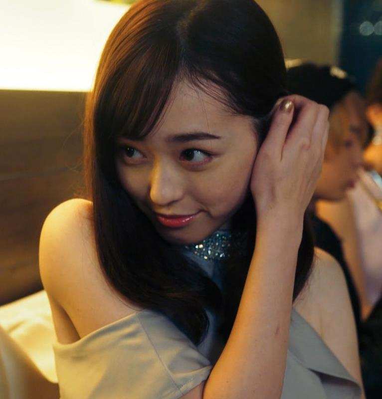 福原遥 キャバ嬢役のセクシードレスキャプ・エロ画像5