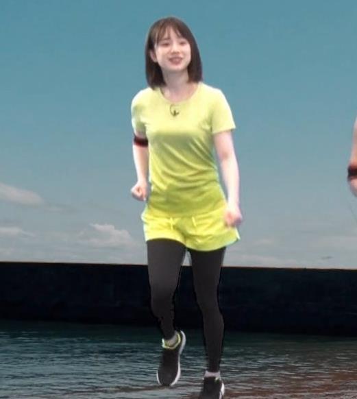 アナ Tシャツおっぱいが、思いのほかエロいキャプ・エロ画像4