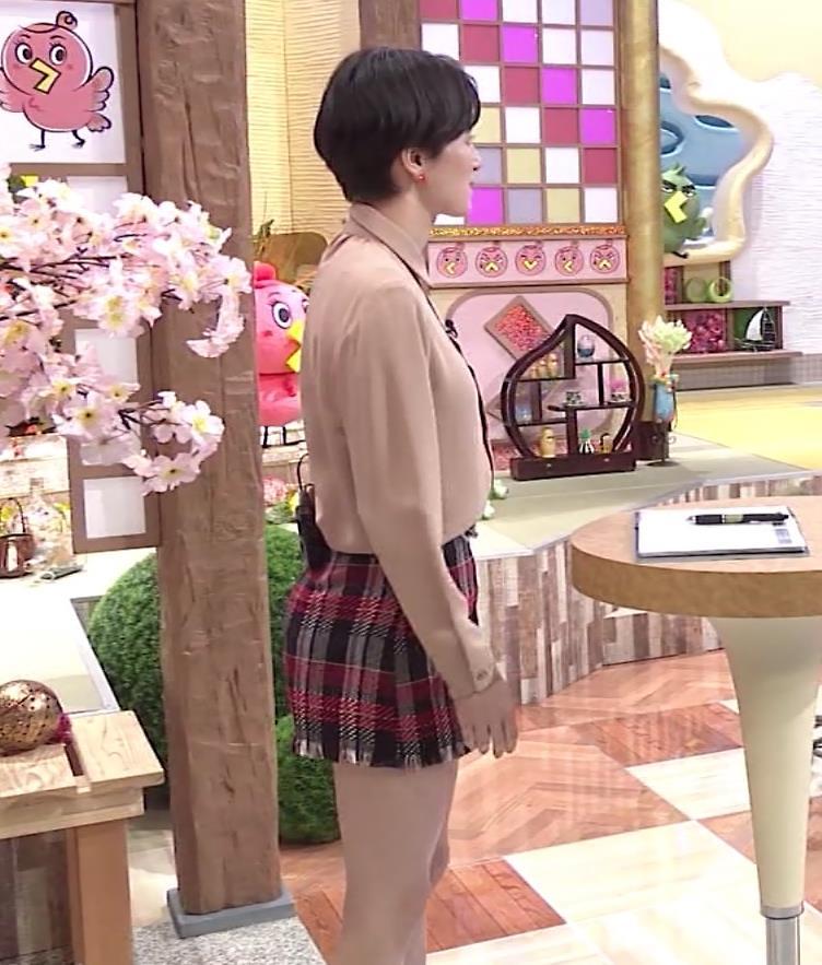 ホラン千秋アナ 太もも、美脚エロキャプ・エロ画像2
