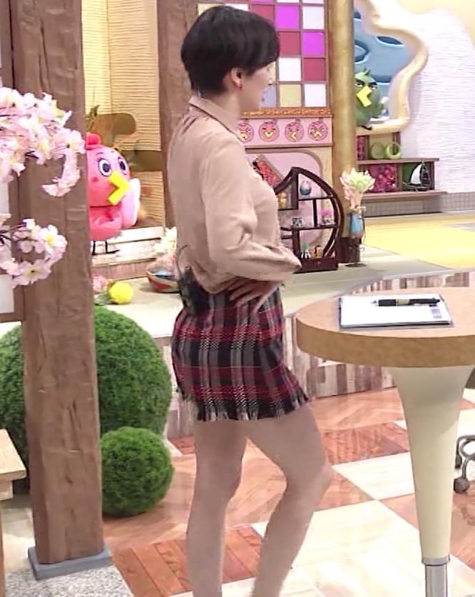 ホラン千秋アナ 太もも、美脚エロキャプ・エロ画像3