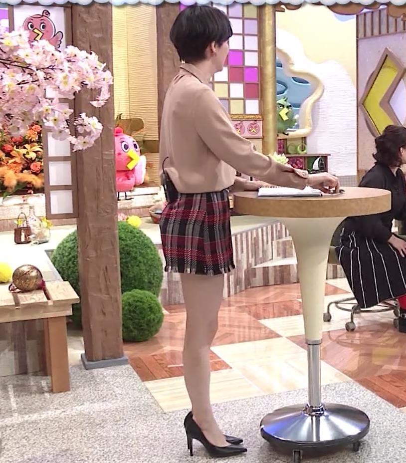ホラン千秋アナ 太もも、美脚エロキャプ・エロ画像7