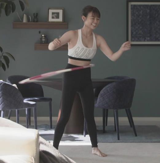 井口綾子アナ 胸の谷間見せまくりサービスキャプ・エロ画像9