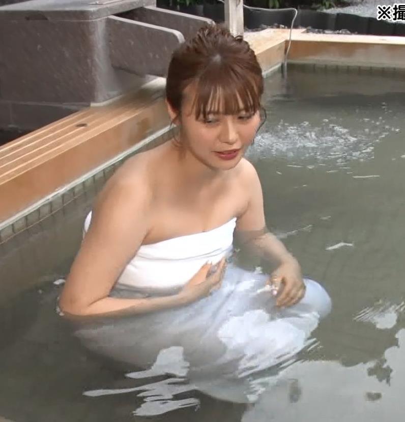 井口綾子 豪快な胸チラキャプ・エロ画像8
